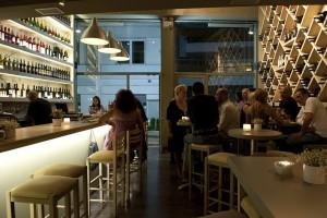 Είσαι λάτρης του κρασιού; Το AthensMagazine.gr σου προτείνει τα 5 καλύτερα wine bars στο ιστορικό κέντρο της Αθήνας (PHOTOS)