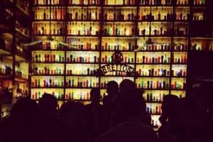 Το θρυλικό bar που βρίσκεται στην καρδιά της Πλάκας από το 1909 και το έχουν αποθεώσει η Guardian και το National Geographic