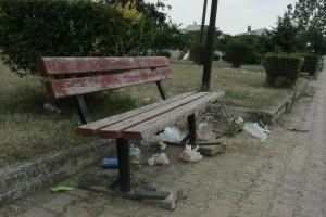 Ένας άντρας βρίσκεται νεκρός σε ένα παγκάκι σε γνωστό πάρκο. Το θύμα φέρει τραύμα από σφαίρα...!