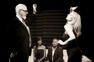 «Ποιος φοβάται την Βιρτζίνια Γουλφ»: Ισορροπώντας ανάμεσα στην κωμωδία και στο δράμα στο Από Μηχανής Θέατρο!