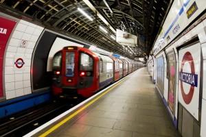 Ο απόλυτος τρόμος στην Βρετανία: Εγκλωβισμένοι στο Μετρό του Λονδίνου εκατοντάδες πολίτες! (photo)
