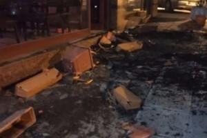 Χαμός στην Θεσσαλονίκη: Αρνήθηκαν να πληρώσουν και διέλυσαν μπαράκι στο κέντρο της πόλης! (photos)