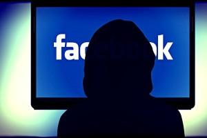 Χρειάζεται μεγάλη προσοχή: Δείτε τι έπαθε μια 30χρονη Ελληνίδα στο Facebook κι έχασε την γη κάτω από τα πόδια της