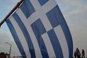 Γαλανόλευκη σημαία 1.200 τ.μ. έξω από το Λιμεναρχείο Ηρακλείου!