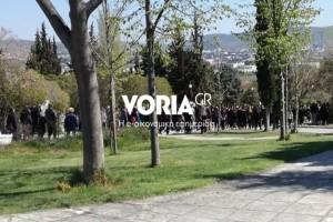 Σπαραγμός: Θρήνος στην κηδεία των δύο μαθητών που έχασαν τη ζωή τους στην άσφαλτο! Τραγικά πρόσωπα οι οικογένειες (Photos)
