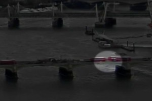 Βίντεο - σοκ: Η ανατριχιαστική στιγμή της επίθεσης στη γέφυρα του Γουεστμίνστερ – Γυναίκα έπεσε στον Τάμεση (Προσοχή - Σκληρές εικόνες)