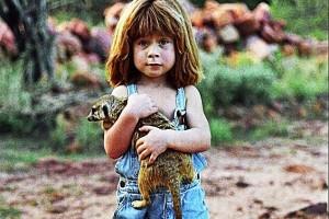 Tippi Degre: To κοριτσάκι που έζησε σαν Μόγλης παρέα με άγρια ζώα! (photos)