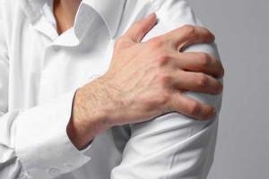 Προσοχή - Πόνος στον ώμο: Με ποια μορφή καρκίνου συνδέεται!
