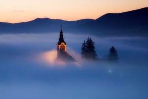 Το χωριό που χάνεται μέσα στην ομίχλη! Πού βρίσκεται; (photos)