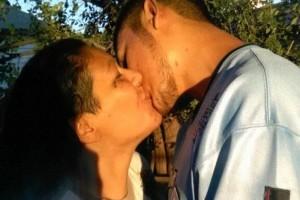 «Τίποτα δε θα μας χωρίσει» - Μάνα και γιος δηλώνουν ερωτευμένοι και διχάζουν την κοινή γνώμη! (photos+video)