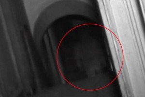 Σοκ: «Έπιασε» φάντασμα η κάμερα τηλεοπτικής σειράς! (video)