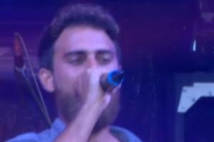 Survivor: Ο Μάριος μας συγκίνησε με το τραγούδι του Νταλάρα, τα «Παραπονεμένα λόγια»! (Βίντεο)