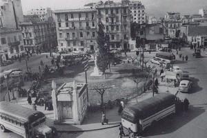 Η ιστορική πλατεία της Αθήνας που πήρε το όνομά της από το άγαλμα ενός φιλέλληνα!