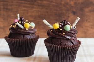 Αν τρελαίνεσαι για σοκολατένια cupcakes επιβάλλεται να δεις αυτό το βίντεο!