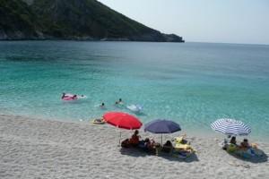 Φύγαμε για μπανάκι: Οι 10 κορυφαίες παραλίες της Αθήνας για να περάσετε τον καύσωνα του σαββατοκύριακου! (Photos)