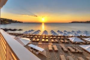 Τόσο κοστίζει το μπάνιο στην Αθήνα: 10 οργανωμένες παραλίες της Αττικής και πόσο θα πληρώσεις σε αυτές