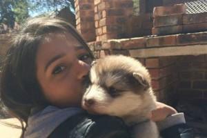 Αυτή η κοπέλα ήταν ερωτευμένη με το κουτάβι της! Δεν είχε όμως καμία ιδέα για την εξέλιξη του (video)
