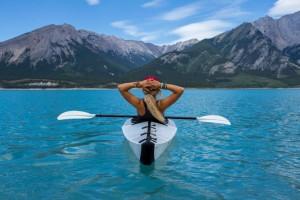 Η φωτογραφία της ημέρας: Κάνοντας κανό στην λίμνη Nordegg στην Καναδά!