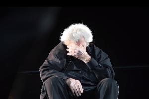 Δέος και υπόκλιση: Τα δάκρυα του μεγάλου Μίκη Θεοδωράκη στο κλείσιμο της συναυλίας στο Καλλιμάρμαρο! (Video)