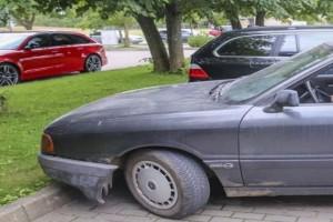 Μας κάνει πλάκα; Ποιος πασίγνωστος αθλητής που βγάζει εκατομμύρια οδηγάει αυτό το αυτοκίνητο; (photos)