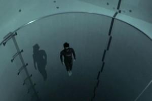 Ανατριχιαστικό βίντεο: Στην πιο βαθιά πισίνα του κόσμου χωρίς μάσκα οξυγόνου!