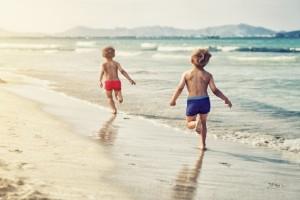 Γονείς σας ενδιαφέρει: Τι πρέπει να κάνετε αν το παιδί σας φοβάται την θάλασσα