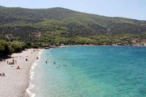 Οι καλύτερες παραλίες στην Αττική που έχουν φυσική... σκιά! (Photos)
