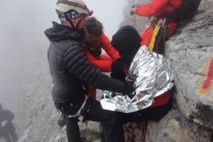 Συγκλονιστικές φωτογραφίες από την στιγμή της διάσωσης του ορειβάτη στον Όλυμπο!