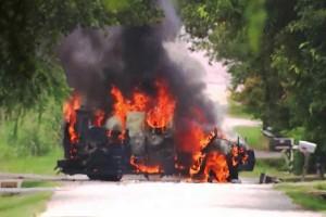 Απίστευτο video με λεωφορείο που εκρήγνυται στην μέση του δρόμου!