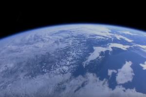 Ένα βίντεο που αναδεικνύει το μεγαλείο του πλανήτη μας! - Καθηλώνει η εικόνα της Γης από τον Διεθνή Διαστημικό Σταθμό