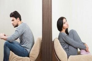Κορίτσια δώστε βάση: Τρία σημάδια που δείχνουν ότι ο σύντροφος σας βαριέται!