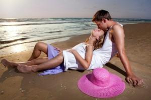 Έρωτας στην παραλία! Οι λόγοι που πρέπει να το τολμήσεις αλλά και να το... αποφύγεις!