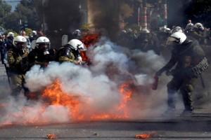 Θεσσαλονίκη: Ένταση μεταξύ ΜΑΤ & Αντιεξουσιαστών στο κέντρο της πόλης