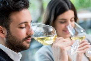 Τα 6 συνηθισμένα λάθη που κάνεις όταν επιλέγεις κρασί στο εστιατόριο