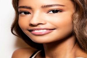 Peach makeup: Η καλοκαιρινή τάση στο μακιγιάζ που μας αρέσει πολύ - Δες πώς θα την εφαρμόσεις και εσύ (video)
