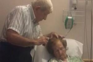 Αυτό θα πει παντοτινή αγάπη! Ηλικιωμένος χτενίζει τα μαλλιά της γυναίκας του στο νοσοκομείο! (video)