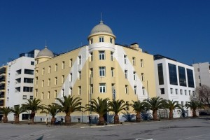 Αντιεξουσιαστές κατέλαβαν την πρυτανεία του Πανεπιστημίου Θεσσαλίας - Μια εργαζόμενη τραυματίστηκε