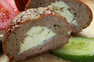 Απίθανη συνταγή γεμιστά μπιφτέκια με μαλακό τυρί!