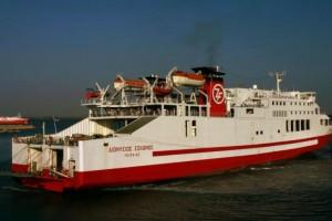 Πλοίο προσέκρουσε στο λιμάνι της Σερίφου
