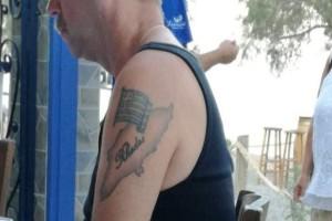 Ο Γερμανός τουρίστας που έκανε τατουάζ την ελληνική σημαία και την Ρόδο! (Photo)