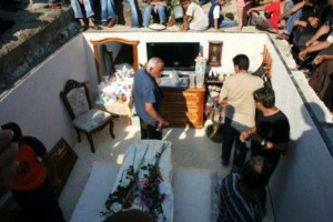 Αυτό δεν θα το πιστεύετε: Δείτε τι έβαλαν σε τάφο μεγαλο-τσιγγάνας!