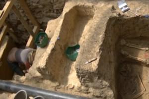Εντοπίστηκε προϊστορική ταφή αλλά η πανέμορφη αρχαιολόγος «έκλεψε» τις εντυπώσεις!