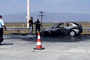 Εθνική οδός: ΙΧ τυλίχτηκε στις φλόγες στα διόδια Μοσχοχωρίου