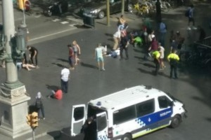 Βαρκελώνη: Φορτηγό έπεσε πάνω σε πεζούς - Ένας νεκρός πολλοί τραυματίες! (video)