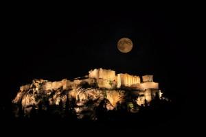 Πανσέληνος και μερική έκλειψη σελήνης στην Αθήνα: Όλα όσα μπορείς να κάνεις δωρεάν στην πρωτεύουσα το μαγικό βράδυ της Δευτέρας!