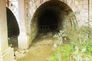 Η μυστήρια πλευρά της Αθήνας: Η κρυμμένη γέφυρα του Όθωνα και το άγνωστο σπήλαιο στο κέντρο της πόλης! (Photo)