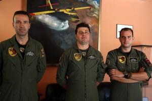 """""""Κοιτάμε μόνο τη δουλειά μας. Δεν ξέρουμε αν θα γυρίσουμε σπίτι μας"""": Συγκλονίζουν οι ήρωες πιλότοι των canadair!"""