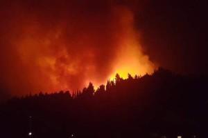 Κεφαλονιά: Ξέσπασε μεγάλη φωτιά - Εκκενώνονται σπίτι στο νησί (photos)