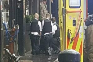 Λονδίνο: Σοκαριστική επίθεση με μαχαίρι άφησε έναν τραυματία - Τι δείχνουν τα πρώτα στοιχεία!