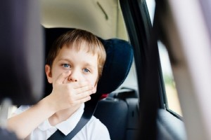 Γονείς σας αφορά: Απλές και χρήσιμες συμβουλές για να αποφύγετε την ναυτία των παιδιών στα ταξίδια!